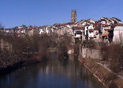 La ville de fribourg la sarine vieille ville for Piscine fribourg